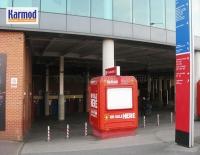 Будки за билети на стадион Олд Трафорд в Манчестър и стадион Камп Ноу в Барселона